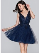 A-Line/Princess V-neck Short/Mini Tulle Homecoming Dress With Sequins