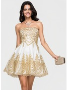 A-Lijn/Prinses Strapless Kort/Mini Tule Schoolgala Jurk met Applicaties Kant