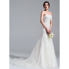 Trumpet/Mermaid Sweetheart Chapel Train Tulle Wedding Dress With Ruffle Appliques Lace