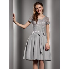 A-Line/Princess Square Neckline Knee-Length Chiffon Lace Homecoming Dress With Ruffle Bow(s)