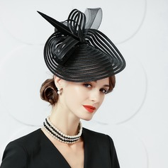 Dames Elegant Batist met Feather Slappe Hat