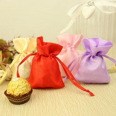 Simple Favor Bags With Ribbons