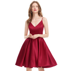 A-Line/Princess V-neck Knee-Length Satin Homecoming Dress (022127941)