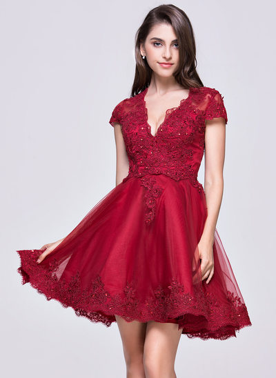 A-Line/Princess V-neck Short/Mini Tulle Homecoming Dress With Appliques Lace