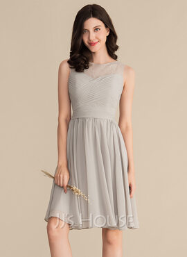 A-Line Scoop Neck Knee-Length Chiffon Lace Bridesmaid Dress With Ruffle (007153355)
