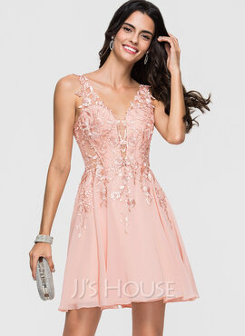 A-Line/Princess V-neck Short/Mini Chiffon Cocktail Dress With Lace Beading (016174088)
