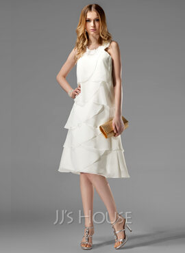 A-Line/Princess Scoop Neck Knee-Length Chiffon Cocktail Dress With Appliques Lace (016022511)