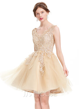 A-Line V-neck Knee-Length Tulle Homecoming Dress (022127957)