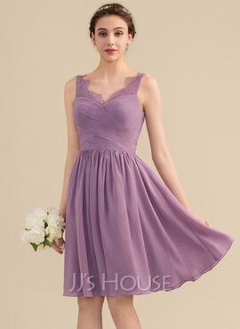 A-Line/Princess V-neck Knee-Length Chiffon Lace Bridesmaid Dress With Ruffle (007153359)