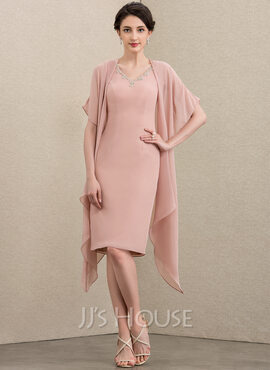 Sheath/Column V-neck Knee-Length Chiffon Mother of the Bride Dress With Beading (008195391)