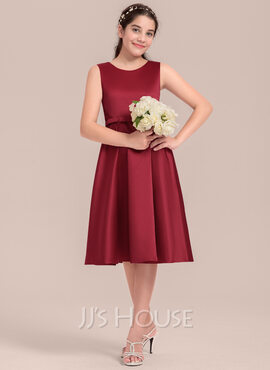 A-Line/Princess Scoop Neck Knee-Length Satin Junior Bridesmaid Dress With Lace Bow(s) (009130614)