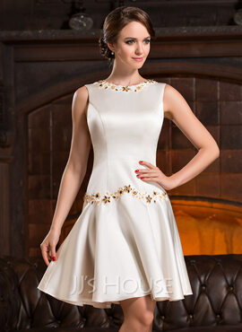 A-Line Scoop Neck Knee-Length Satin Cocktail Dress With Beading Appliques Lace Sequins