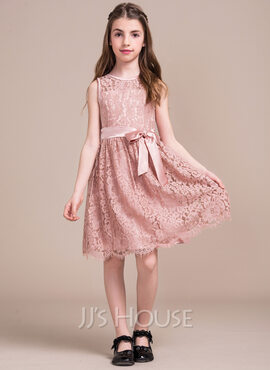 A-Line/Princess Scoop Neck Knee-Length Lace Junior Bridesmaid Dress With Bow(s) (009081128)