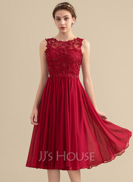 A-Line Scoop Neck Knee-Length Chiffon Lace Bridesmaid Dress With Beading Sequins (007153334)