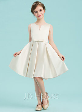 A-Line/Princess Scoop Neck Knee-Length Satin Junior Bridesmaid Dress With Bow(s) (009148426)