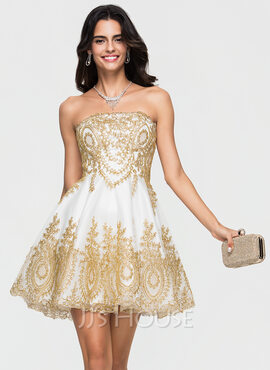 A-Line/Princess Strapless Short/Mini Tulle Homecoming Dress With Appliques Lace (022164894)