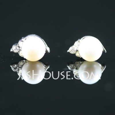 Elegant Alloy/Pearl Ladies' Earrings