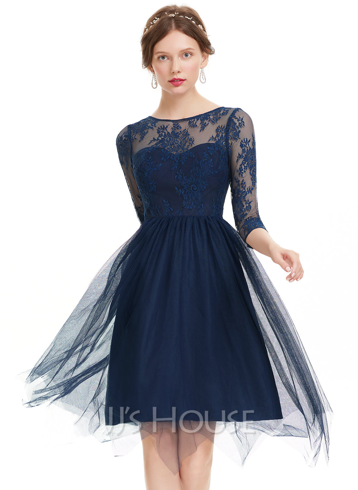 A-Line/Princess Scoop Neck Knee-Length Tulle Homecoming Dress