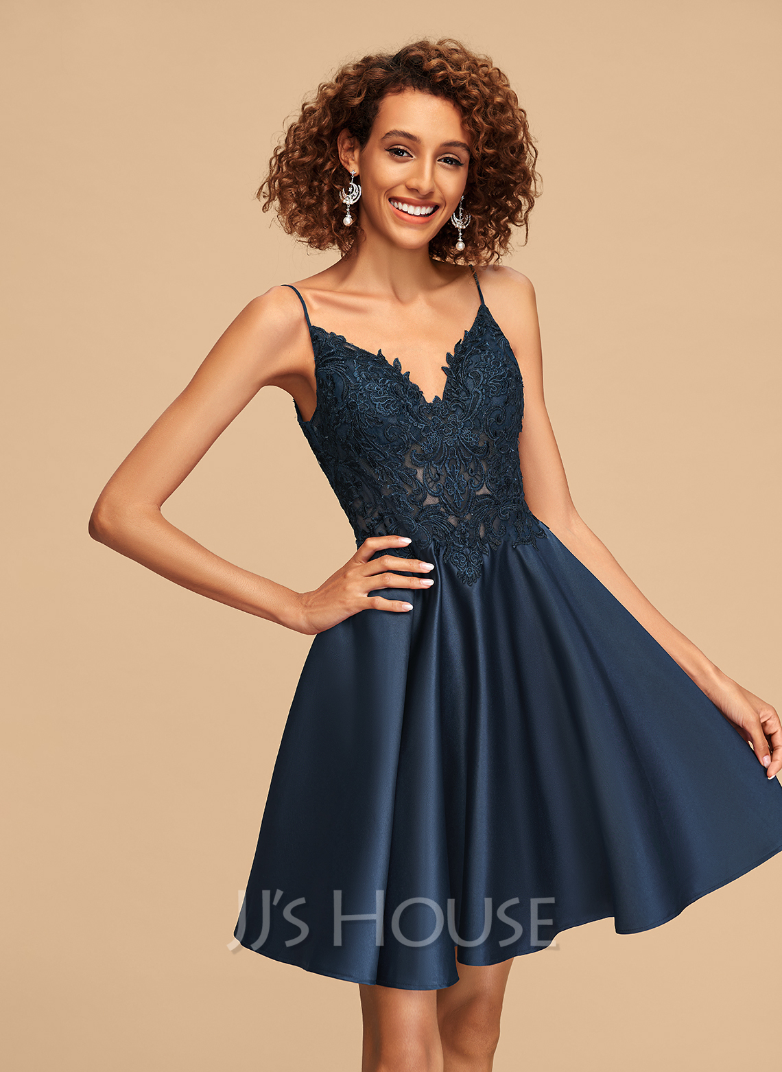 A-Line V-neck Short/Mini Satin Homecoming Dress With Lace
