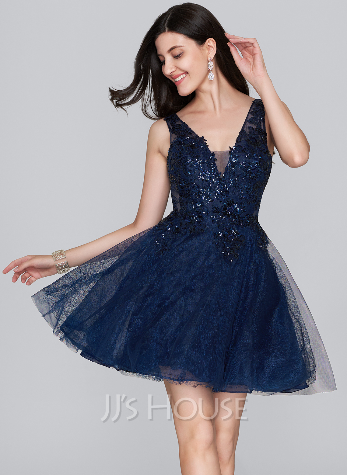 f3e62de9cda6 A-Line/Princess V-neck Short/Mini Tulle Homecoming Dress With Sequins. Loading  zoom