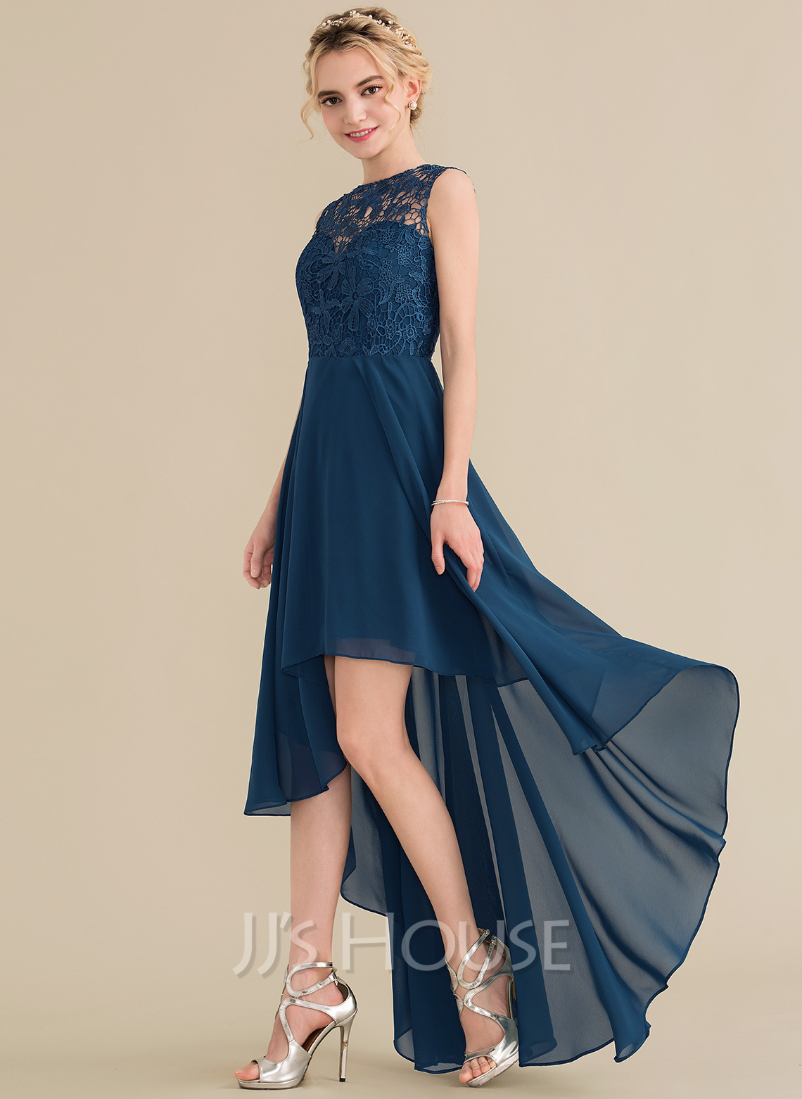 A-Line/Princess Scoop Neck Asymmetrical Chiffon Lace Bridesmaid Dress