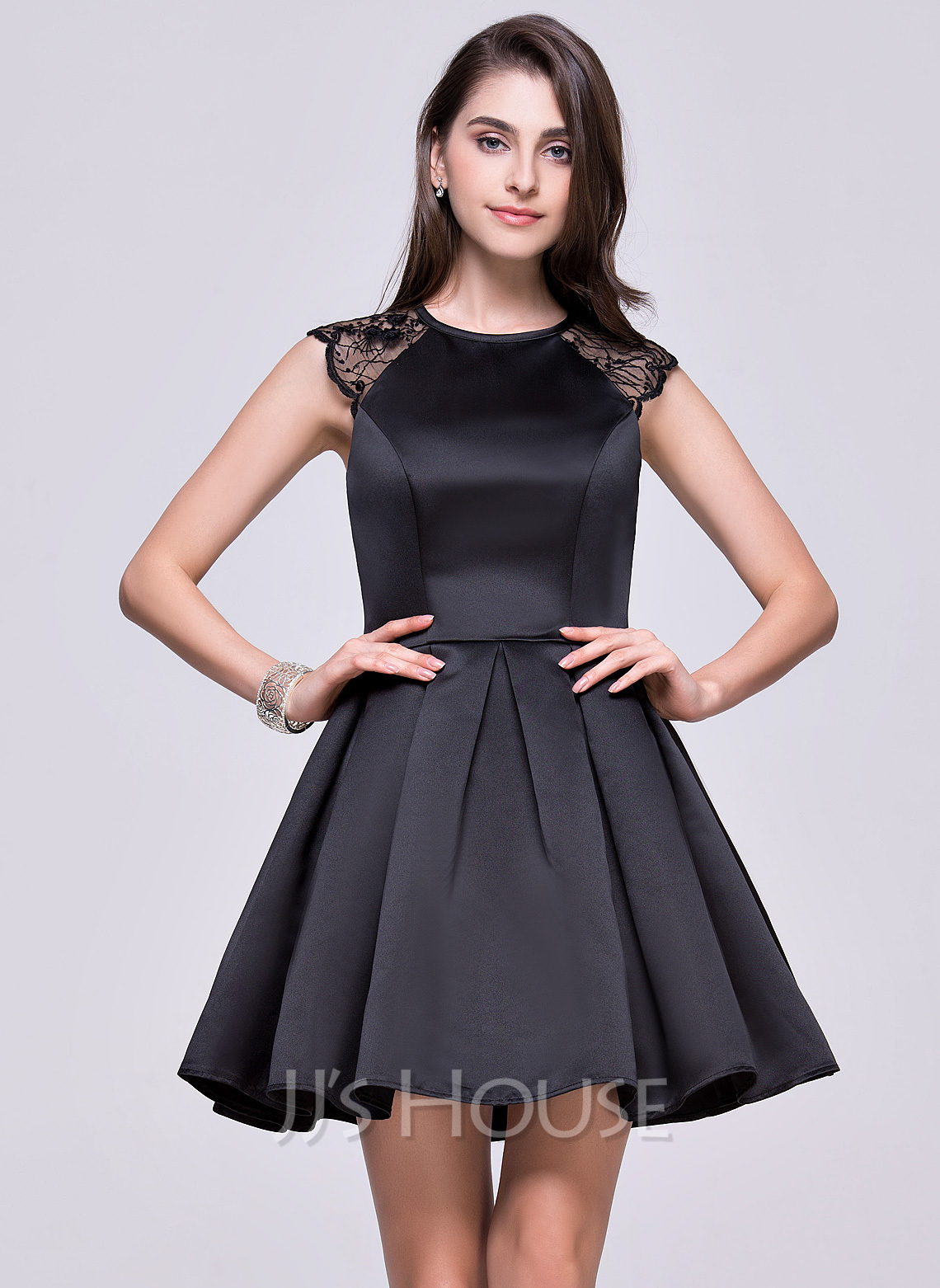 A-Line/Princess Scoop Neck Short/Mini Satin Homecoming Dress With Lace