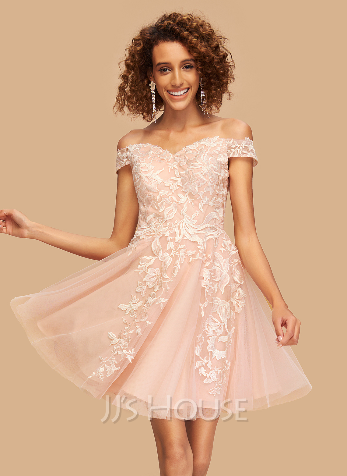 A-Line Off-the-Shoulder Short/Mini Tulle Homecoming Dress With Lace