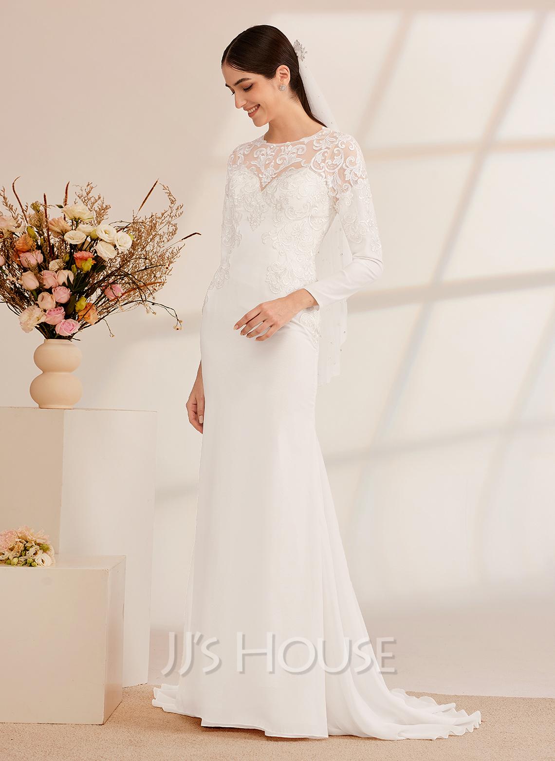 Trumpet/Mermaid Court Train Wedding Dress With Beading Sequins