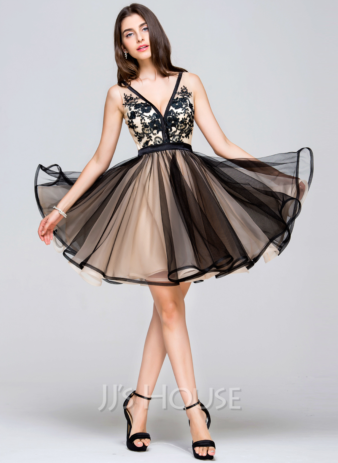 e34bf0045c A-Line Princess V-neck Short Mini Tulle Prom Dresses With Lace. Loading zoom