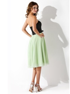 A-Line/Princess Strapless Knee-Length Chiffon Charmeuse Bridesmaid Dress With Bow(s)
