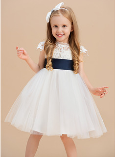 A-Line/Princess Knee-length Flower Girl Dress - Tulle/Lace Short Sleeves Scoop Neck With Sash/Flower(s)/Back Hole