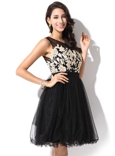A-Line/Princess Scoop Neck Short/Mini Tulle Homecoming Dress With Appliques Lace Bow(s)