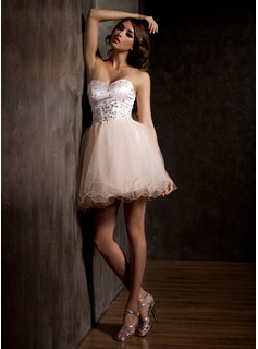 A-Line/Princess Sweetheart Short/Mini Tulle Homecoming Dress With Beading Appliques Lace