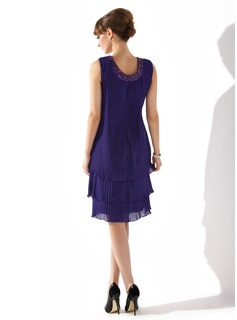 A-Line/Princess Scoop Neck Knee-Length Chiffon Mother of the Bride Dress With Beading Sequins Pleated