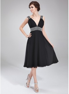 A-Line/Princess V-neck Knee-Length Chiffon Homecoming Dress With Ruffle Beading