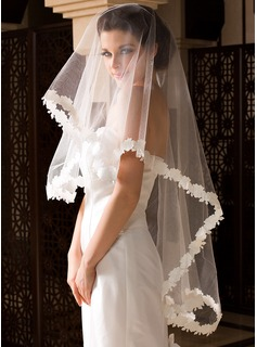 One-tier Lace Applique Edge Fingertip Bridal Veils With Embossed Fabric