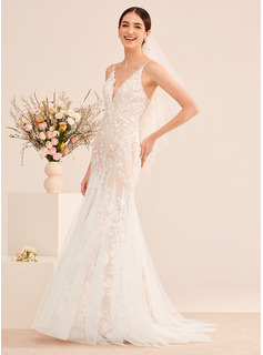 Trumpet/Mermaid V-neck Court Train Wedding Dress With Lace
