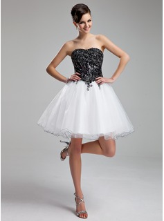 A-Line/Princess Sweetheart Knee-Length Organza Sequined Homecoming Dress With Appliques Lace