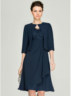 V-neck Knee-Length Chiffon Lace Mother of the Bride Dress