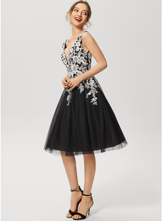 A-Line V-neck Knee-Length Tulle Lace Cocktail Dress