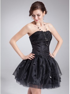 A-Line/Princess Sweetheart Short/Mini Organza Homecoming Dress With Ruffle Sequins