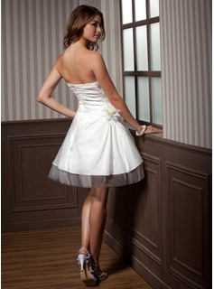 A-Line/Princess Sweetheart Knee-Length Taffeta Tulle Wedding Dress With Ruffle Flower(s)
