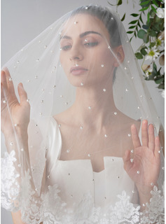 Two-tier Lace Applique Edge Fingertip Bridal Veils With Faux Pearl/Lace