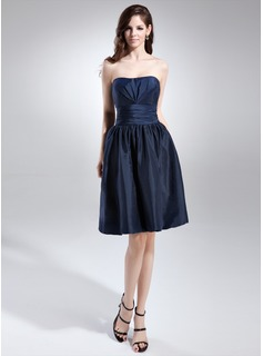 A-Line/Princess Sweetheart Knee-Length Taffeta Bridesmaid Dress With Ruffle