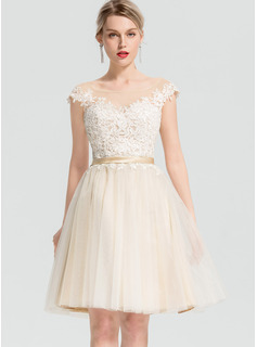 A-Line Scoop Neck Knee-Length Tulle Cocktail Dress With Appliques Lace