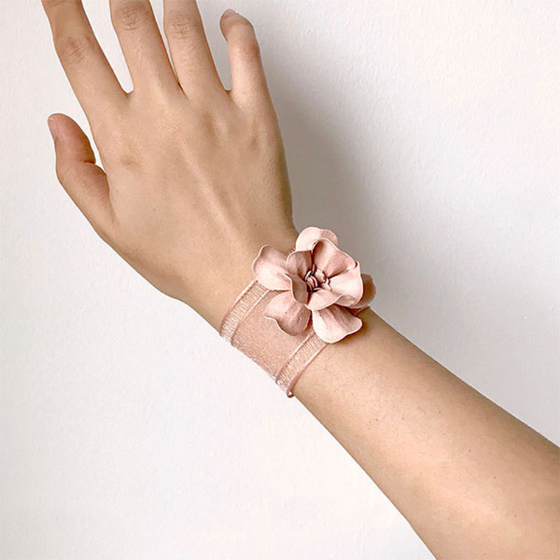 Blooming Hand-tied Silk Flower Wrist Corsage -