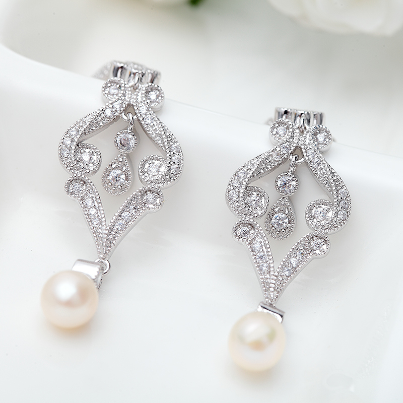 Luxurious Copper/Zircon/Platinum Plated With Imitation Pearls Ladies' Earrings