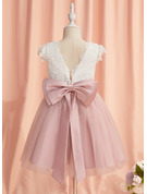 A-Line Knee-length Flower Girl Dress - Tulle Short Sleeves Scoop Neck With Lace/Bow(s)