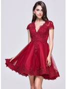 A-Line/Princess V-neck Short/Mini Tulle Prom Dresses With Appliques Lace