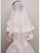 One-tier Lace Applique Edge Waltz Bridal Veils With Rhinestones